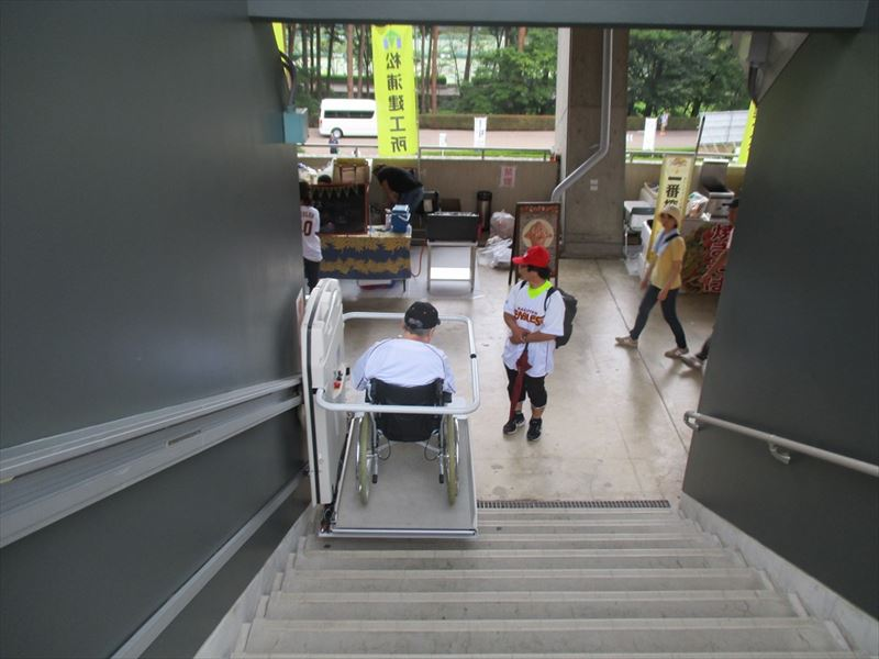 The wheelchair accessible stair lift provides access to behind the backnet area from the 2F deck.