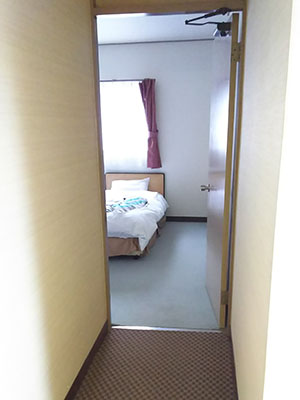 The entrance to the Western-style rooms is flat and the doorway is 78cm wide.