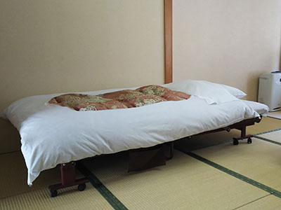 Stretcher bed